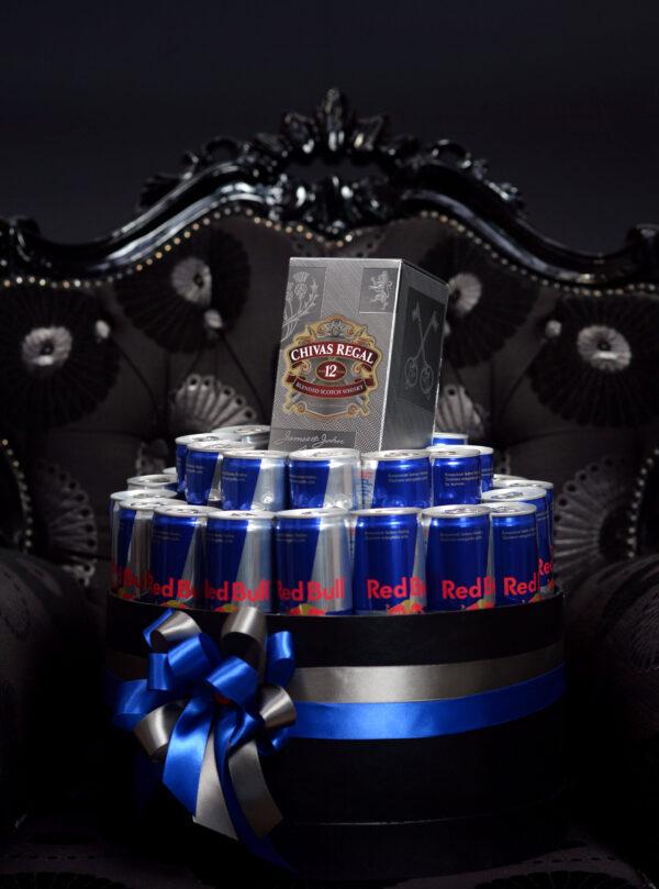 Poklon za dečka u luksuznoj crnoj kutiji sa Chivas-om i Red Bull-om, Kraljevski poklon
