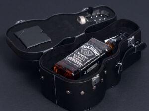 Poklon za dečka - Gitara Jack Daniels, sa specijalnim otvaračem za žestoka pića i za pivske flaše