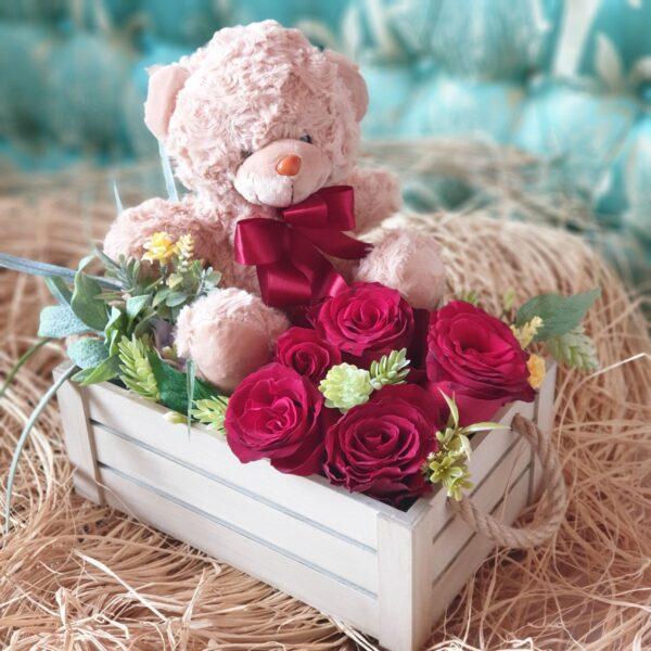 Poklon za devojku sa medom i crvenim ružama