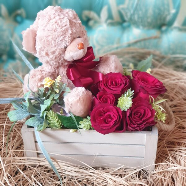 Poklon za devojku -Crvene ruže sa roze medom