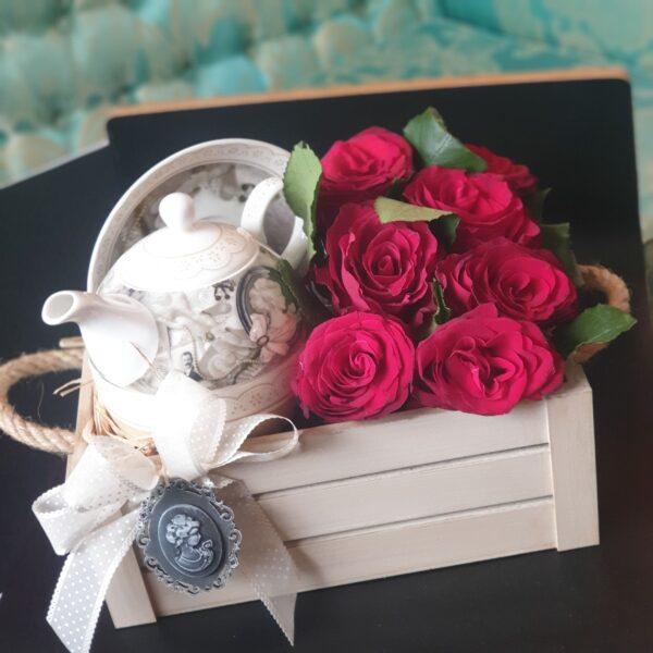poklon za devojku sa ružama