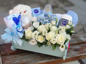 poklon za bebe cvetni aranžman u kolevci - dostava poklona beograd - poklondzija