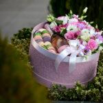 cveće u kutiji sa penušavim vinom