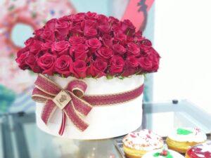 101 ruza u drvenoj beloj kutiji - poklondžija - online cvećara - dostava cveća Beograd