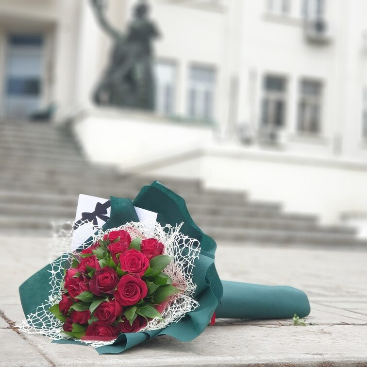 Buket sa ružama - dostava cveća Beograd - Online cvećara & Gift Shop Poklondžija