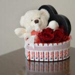 poklon za devojku sa medom i kinderom  Dostavaljamo cveće 24/7 – Online cvećara GIftshop Beograd. Mogućnost online plaćanja