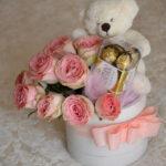 cvetni aranžman – poklon za devojku  Dostavaljamo cveće 24/7 – Online cvećara GIftshop Beograd. Mogućnost online plaćanja