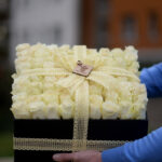 101 Ruža u beloj kutiji – poklondžija – online cvećara – dostava cveća Beograd 24/7