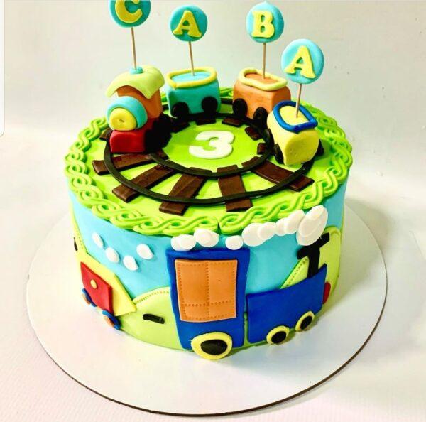 torta za decu - za 3. rodjendan - sa motivima vozića - dostava torti beograd - poklondzija online giftshop