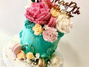 torta za rodjendan za devojku sa makaronsima i cvecem - dostava torti beograd