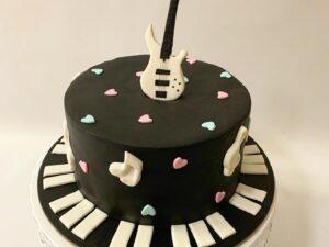 torta za rokere - za rodjendan - bas gitara - dostava torti beograd
