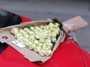 XXL Buket sa belim ružama - Dostava cveća Beograd - poklondzija - cvecara online